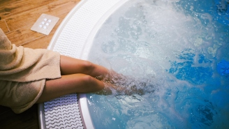 26-Year-Old Woman Nearly Loses Leg To Gruesome-Looking Infection From Hot Tub While On Vacation