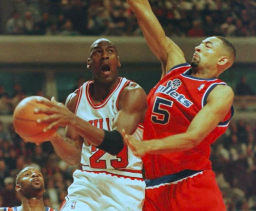 Juwan Howard describes a time Michael Jordan once let him stay at his house in LA as a kind gesture