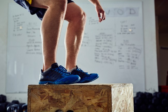 """Teenager with no arms crushes 20"""" box jump at NubAbility Camp after motivation from his coaches"""