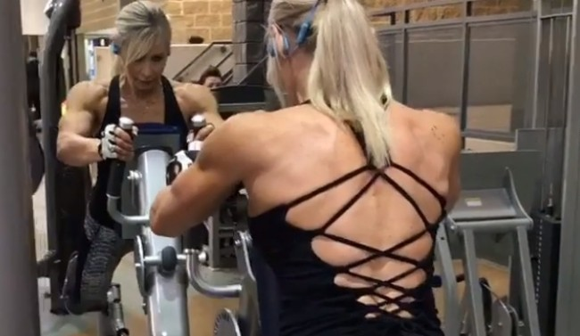 61-year-old Canadian grandmother of 6 Lynda Jager is a 5-time bodybuilding champion with muscles, six-pack and biceps who intimidates men.