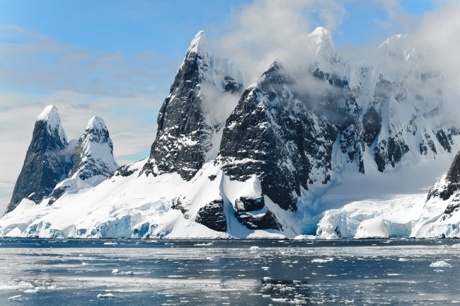 UFO hunters claim they've found signs of an alien invasion or an alien face in Google Earth photos of Antarctica.