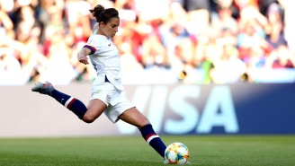 Paging Chicago Bears: Soccer Star Carli Lloyd Nails Field Goals At Eagles Practice, Including A 55-Yarder She Made Look Easy