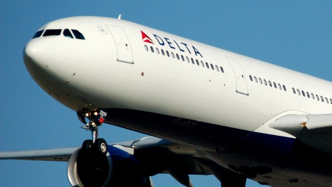 passenger gets on delta flight with no id or boarding pass