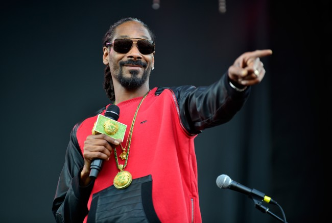 Snoop Dogg gives his top 5 rappers of all-time after top 50 rappers ever goes viral.
