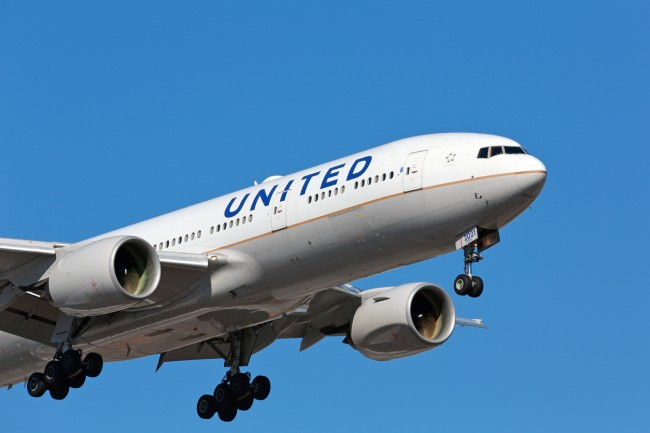 nfl player suing united airlines sexual assault