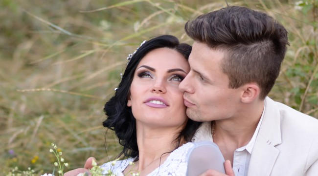 Millionaire Offering 18000 To Someone Willing To Seduce His Fiancee