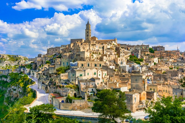 Italian region Molise will pay immigrants $770 a month or over $27,000 over three years to move there and open a business,