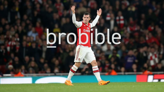 granit xhaka gesturing to the arsenal crowd