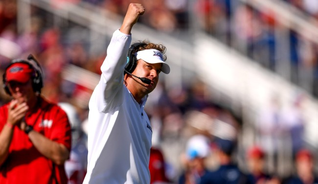 Lane Kiffin Tries To Hook Up His FAU Equipment Manager On Twitter