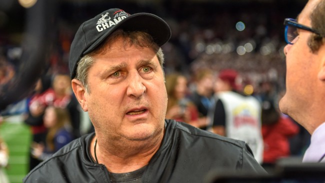 Mike Leach Jokes About Coaches Wearing Veils To Stop Lip Readers