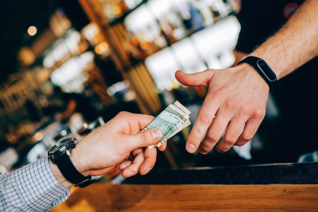 how to tip your bartender