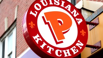 Popeyes Employees Fight With Co-Worker For Allegedly Selling Chicken Sandwiches On The Side