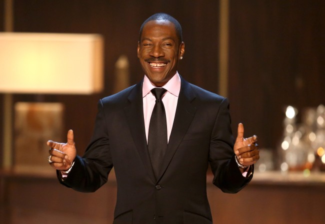 Eddie Murphy returns to Saturday Night Live and appears in comedy sketches on SNL.
