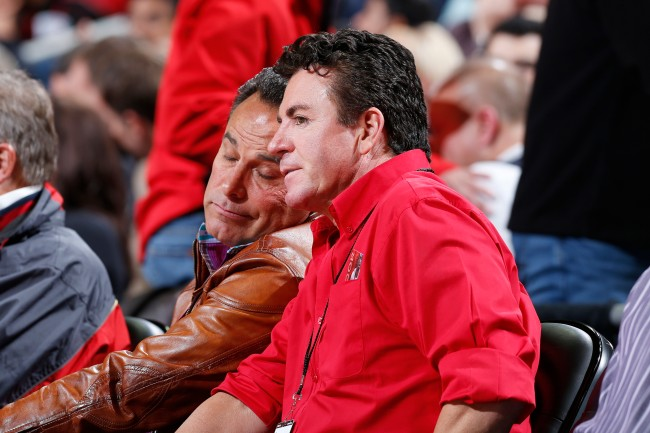 Former Papa John's CEO John Schnatter turned from Louisville fan to root for the Kentucky Wildcats in rival college basketball game.