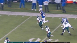 Saquon Barkley Disrespectfully Throws Up The Peace Sign At Midfield While Running By Eagles Defenders During 68-Yard Run