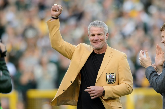 Brett Favre comments on the leverage Tom Brady holds as he heads in to crucial offseason with Patriots