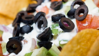 This World Record 70-Layer Dip Took 19 People To Build And Is The Ultimate Super Bowl Food Flex This Year At 1,000+ Pounds