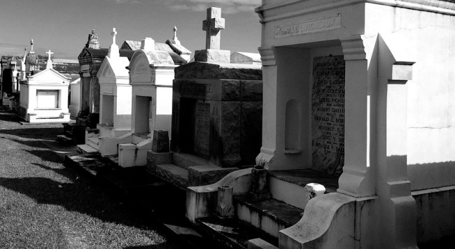 People Who Work At Graveyards Shared The Creepiest Things Witnessed