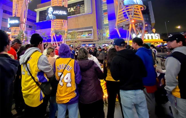 Quinn Cook Joined Fans Mourning Kobe Bryant At The Staples Center