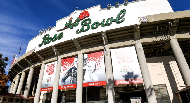 Shirtless Fan Crushed By Security After Going On Field At Rose Bowl