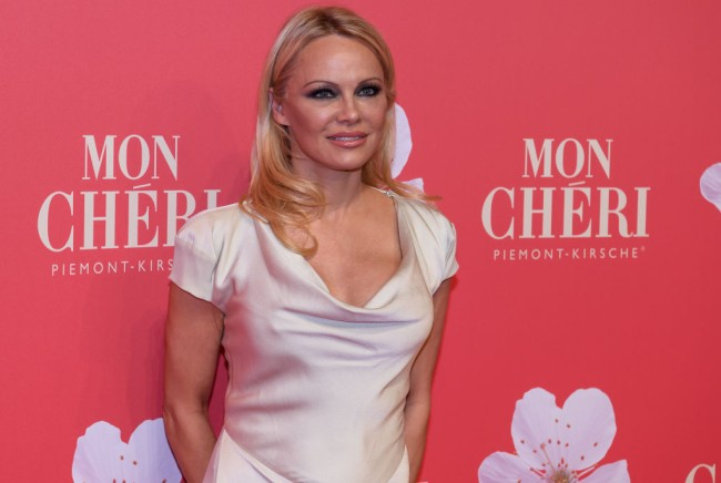 """""""Baywatch"""" icon Pamela Anderson has split with movie mogul Jon Peters after being married to him for 12 days."""