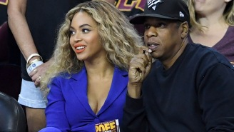 Jay-Z And Beyonce Sit During National Anthem At The Super Bowl And People Are Pissed
