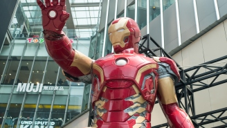 Real-Life Iron Men Flexes So Hard In His Carbon Fiber Personal Jetpack Proving The Future Is Now