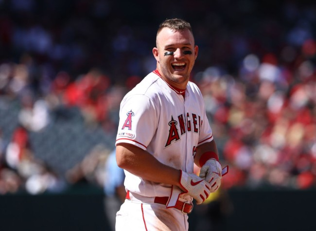 mike trout golf trick shot