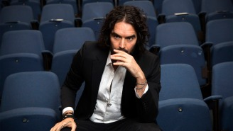 Russell Brand Reportedly Caused A Scene On A Plane For Having To Sit Next To Someone Else After Canceling Show Over Coronavirus