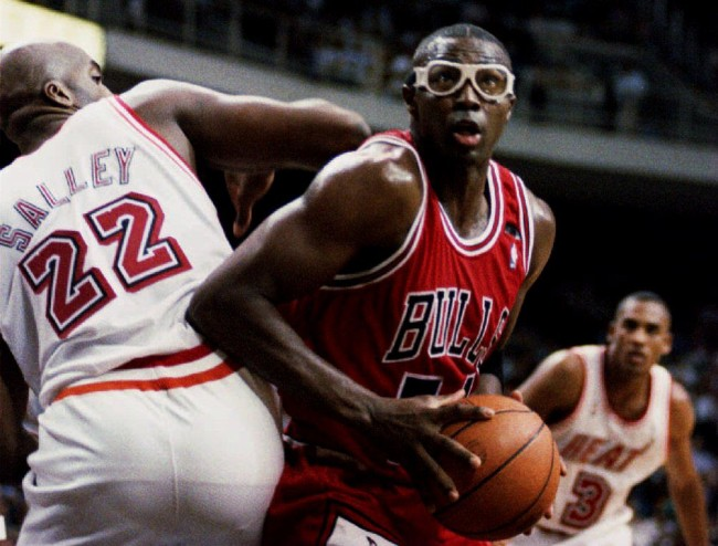Former Bulls player Horace Grant describes how Michael Jordan would play mind games with opponents before tip-off