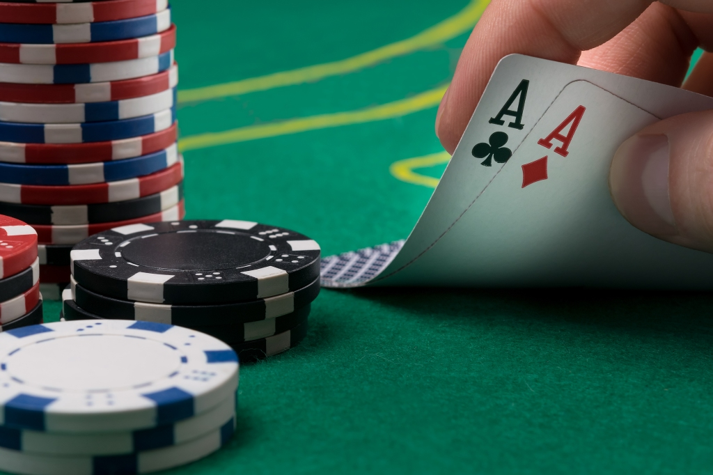 2d7d beats pocket aces WSOP