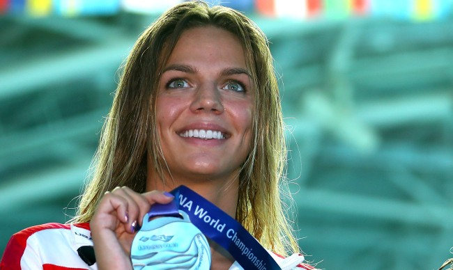 Russian Swimmer Yuliya Efimova Shows Off Absurd Core Strength