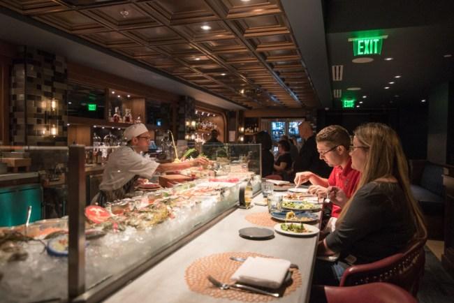 eating at restaurant coronavirus