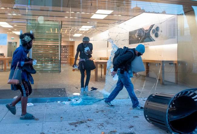 Apple Is Tracking And Disabling Phones Stolen By Looters During Protests