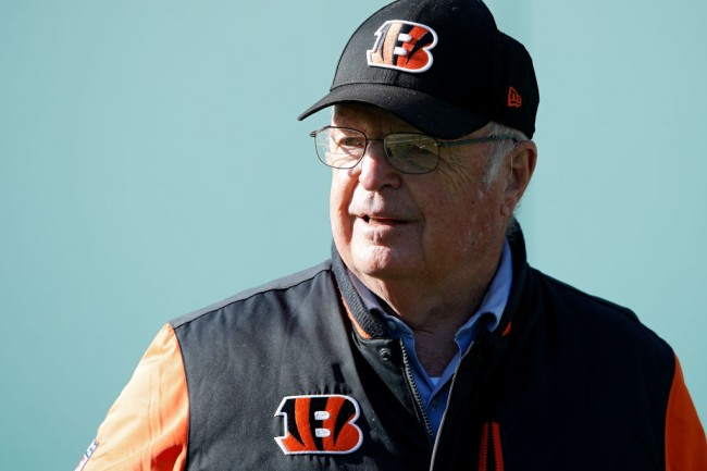 mike brown stopped bengals players kneeling