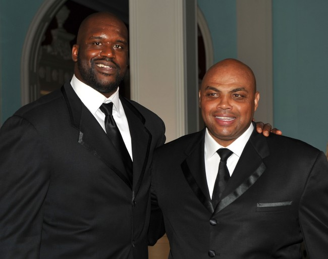 Charles Barkley jokingly gets threatened by Shaq after Barkley didn't include O'Neal in his top-10 players of all-time