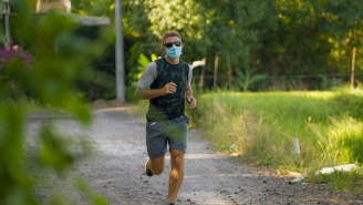 An ICU Doctor Ran 22 Miles In A Mask To Prove That Masks Don't Deplete Your Oxygen Levels