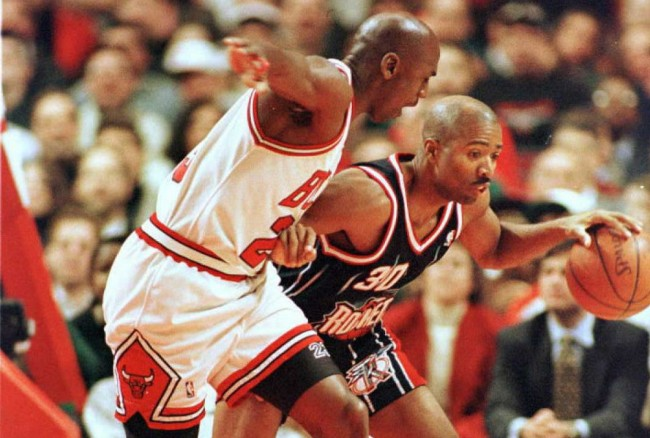 Kenny Smith describes the one thing that Michael Jordan's Bulls team were missing in the '90s that would've stopped them from winning more titles