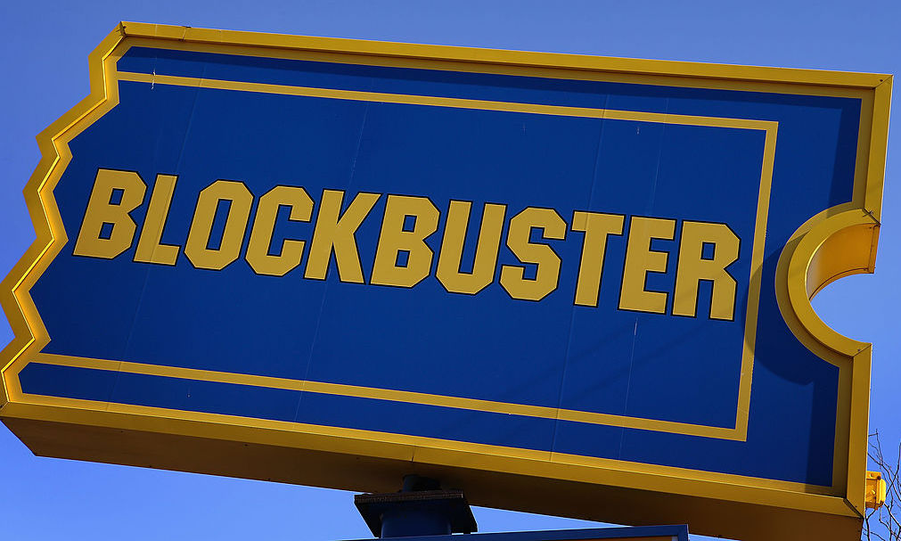 You Can Book A Night At The Last Blockbuster Store In Existence On Airbnb For The Price Of A Vhs Rental Back In The Day Brobible