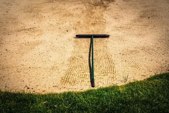 caddie touches sand us amateur bandon dunes