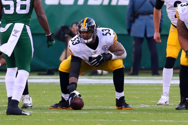 Steelers' Maurkice Pouncey Honors Slain Police Officer Eric Kelly On His Helmet During Game Against Broncos