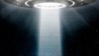 Massive Bright Light Hovers And Moves Over Homes In Florida, Sparks Strong UFO Speculation