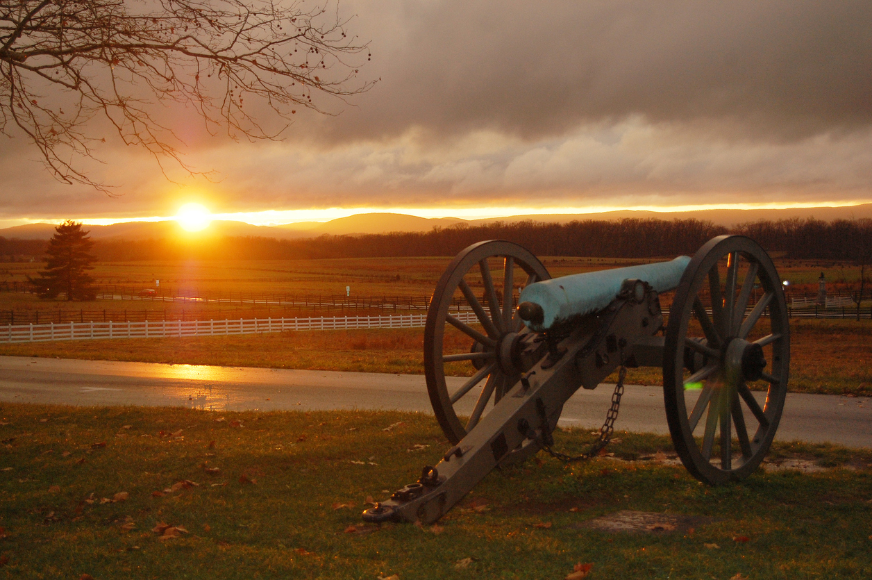 Gettysburg Ghost Sighting - Tourist Captures Spooky Battlefield Ghost Video... But Is It Real?