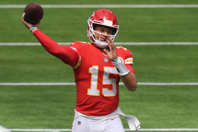 The liquor store employee who broke the Patrick Mahomes contract news gets a sweet gift from the Chiefs