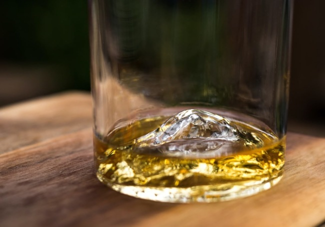 Celebrate America's Greatest Mountains And Bourbon With These Whiskey Peaks Rock Glasses