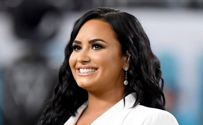 Demi Lovato Says Shes Been Communicating With Aliens Shares Proof