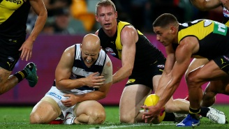 AFL Player Breaks His Shoulder In Opening Minutes Of AFL Grand Final On A Brutal Hit And Still Went Back Into The Match