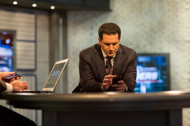 ESPN's Adam Schefter gets caught adding Antonio Brown on his fantasy football team prior to his report about WR's possible return