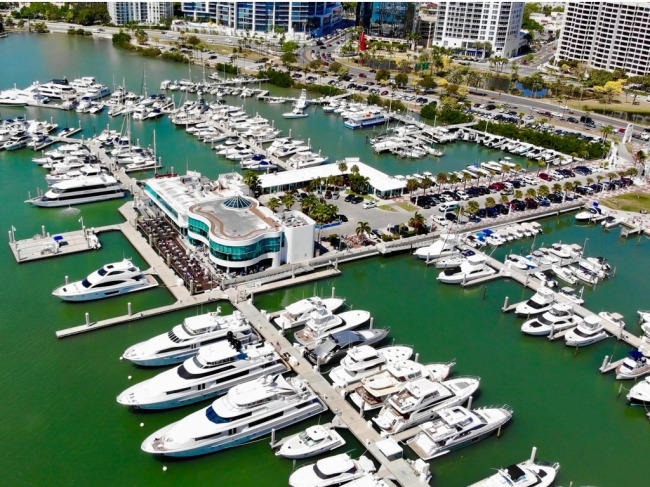 Florida Man Filmed Ramming A Luxury Yacht Into Other Boats And Causing Absurd Damage While Destroying A Marina