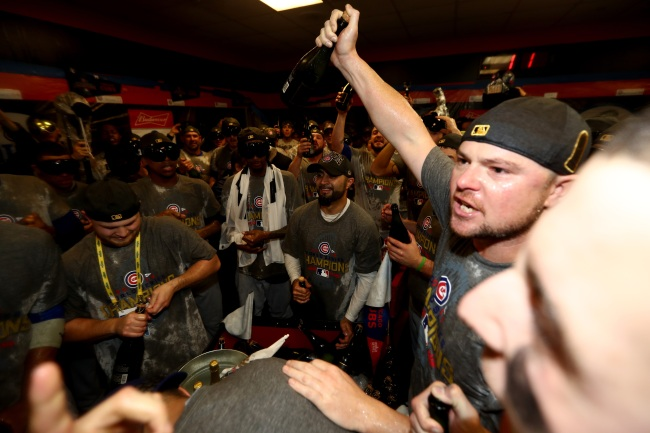 Cubs pitcher Jon Lester to buy first round of beers for fans at his favorite Chicago watering holes this weekend